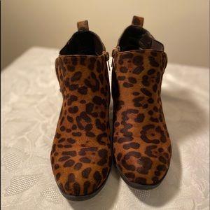 Pierre Dumas leopard print size 7 ankle boots